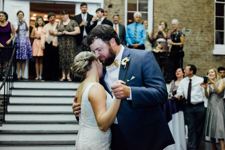 Image of newlywed's first dance
