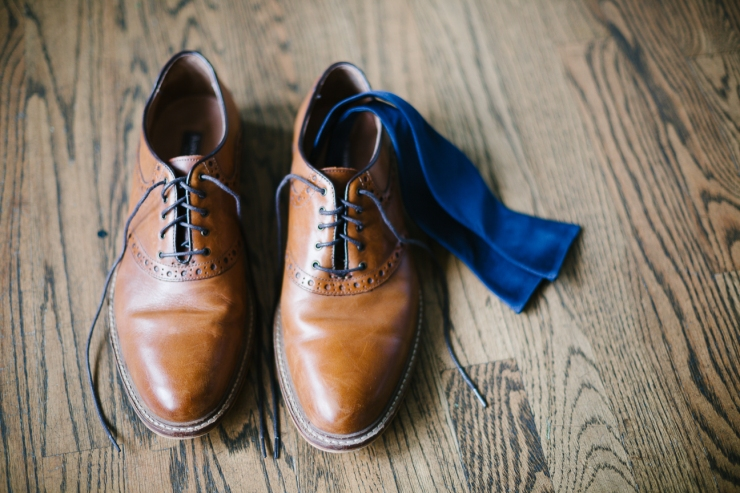 Groom's shoes and navy bowtie, detail photo