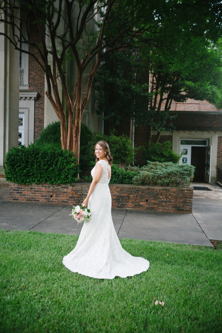 bridal portraits outside of Second Presbyterian Church in Memphis, TN