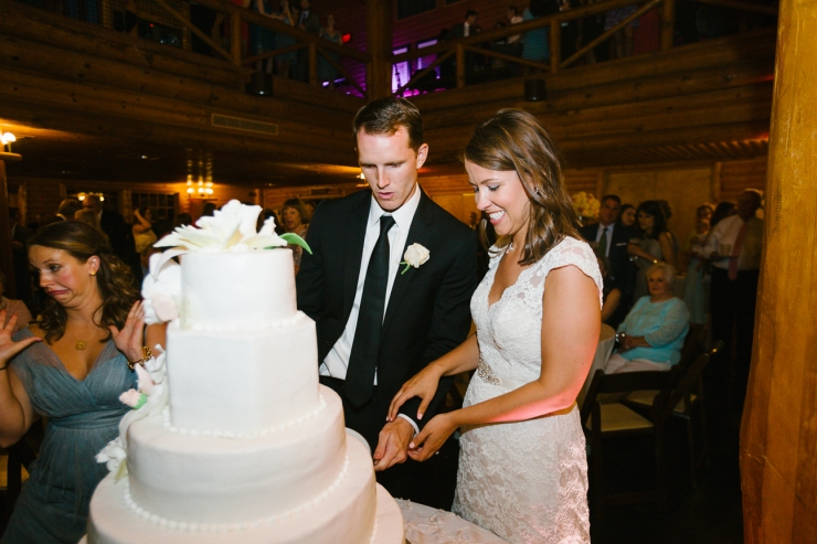 bride and groom cut wedding cake at Memphis zoo reception