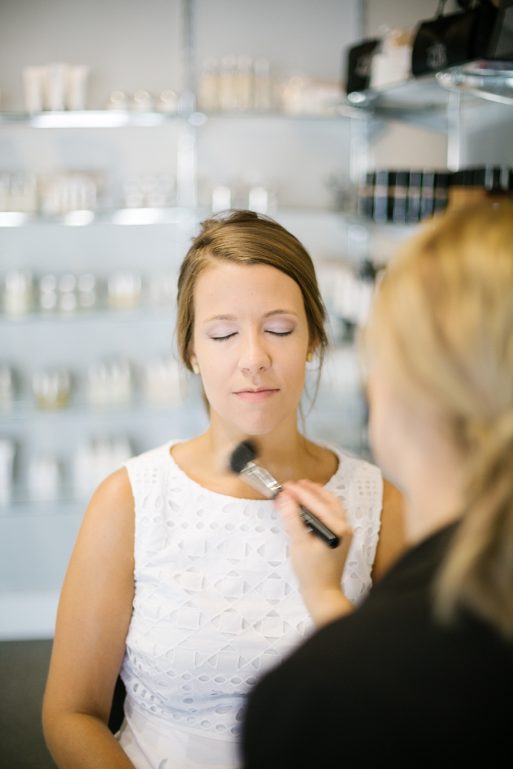 bride gets makeup done for wedding day, memphis tn